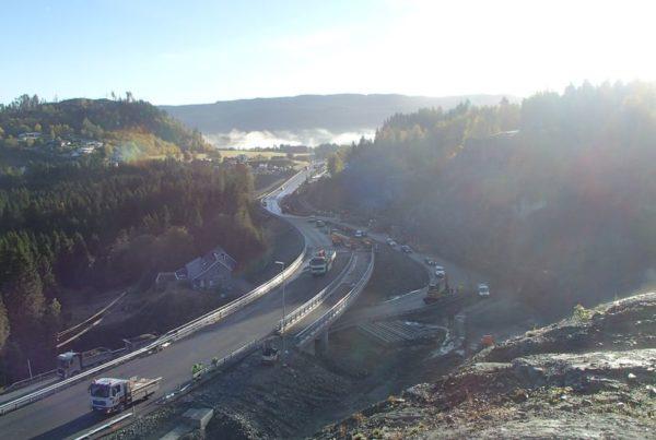 Hallanbrua åpnet for trafikk